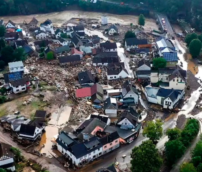20 killed and 70 people missing as floods destroy buildings and leave families trapped on rooftops in Germany (photos)